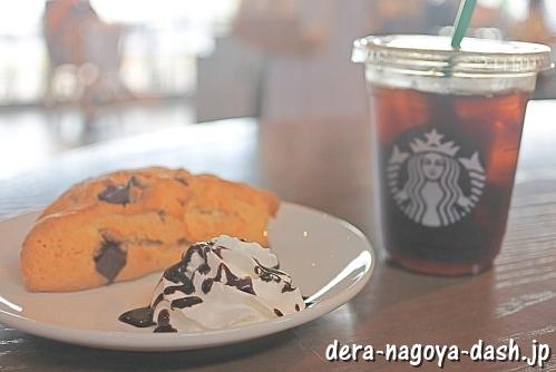 スターバックス・コールドブリューコーヒーとアメリカンスコーンチョコレートチャンク(ホイップクリーム&チョコレートソース追加)