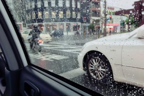 タクシー車中(雨の日)