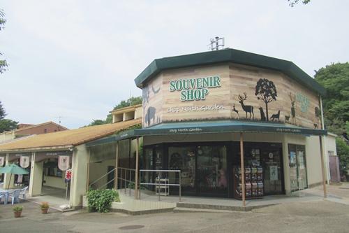 東山動物園で雨具が買えるお店(ショップノースガーデン)